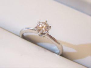 立爪のダイヤリング
