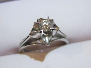 約0.2カラットの綺麗なダイヤです