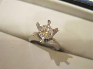 ご婚約の時に頂いた、大切な婚約指輪