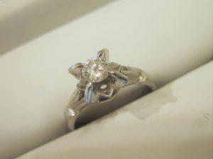 古いデザインのダイヤモンドの指輪