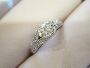 0.7カラットの大きなダイヤモンドの指輪