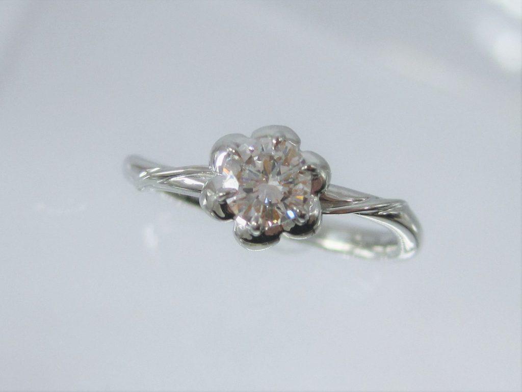 花びらがかわいい指輪