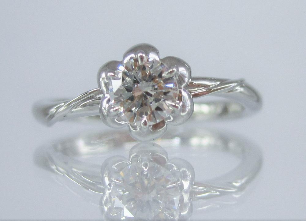 フラワーモチーフのダイヤモンドリング