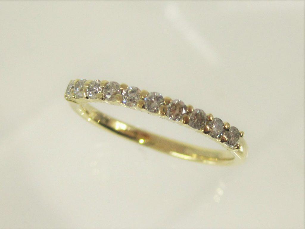 ダイヤの直径とリング幅がほぼ同じです