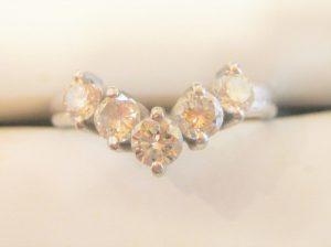 一石0.2ctの大きなダイヤです。