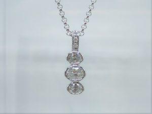ダイヤの留め方でイメージもグッと変わります。