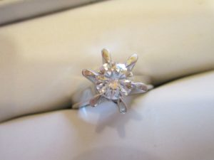 プラチナ製の立派なたて爪指輪