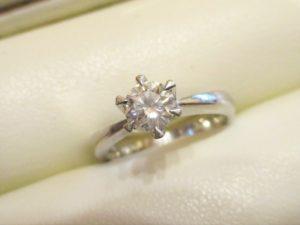 約0.5ctのダイヤたて爪リングです。