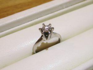 約0.3カラットの綺麗なダイヤの指輪