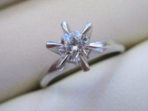 約0.3ctのダイヤのたて爪指輪