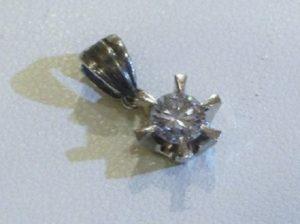 約0.2カラットのダイヤのペンダントトップ