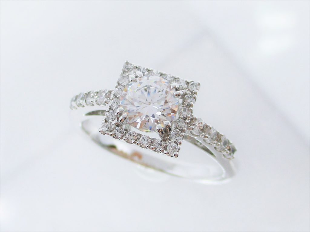 メレダイヤたっぷりの贅沢なリングです。